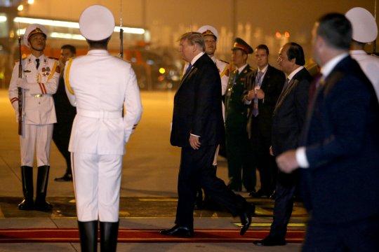 Trump tiba di Vietnam untuk bertemu pemimpin Korut