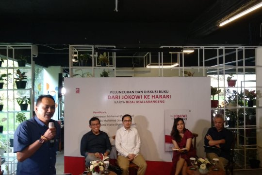 "Buku ""Dari Jokowi Ke Harari"" berkampanye dengan mendidik"