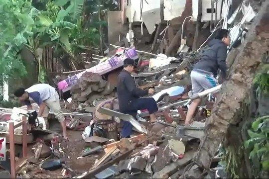 12 Rumah rusak berat tersapu banjir bandang