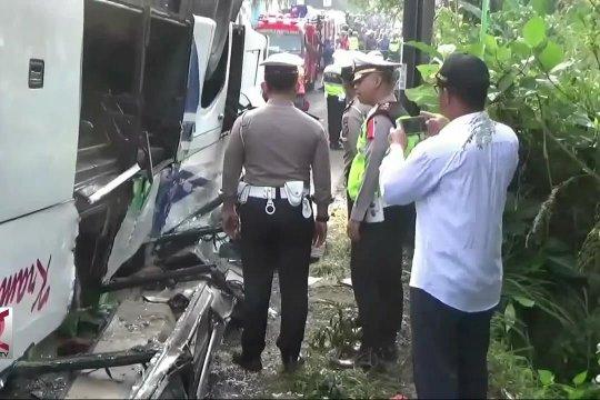 Korban bus terguling di Cicalengka dievakuasi