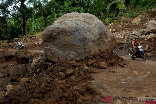 Longsor di Bengkayang tutup badan jalan ke perbatasan RI-Malaysia