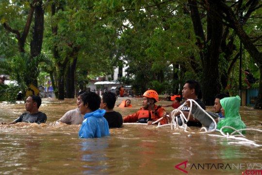 Banjir-longsor terjang sejumlah kawasan di Kota Manado-Sulut