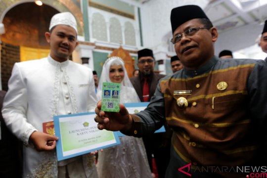 Pasangan pengantin di Banda Aceh mulai terima kartu nikah