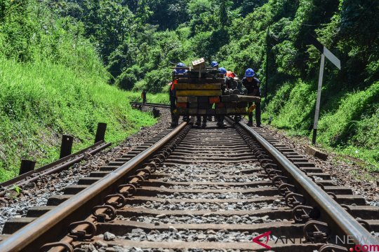 Warga minta biaya relokasi terkait pengaktifan kereta Cibatu-Garut