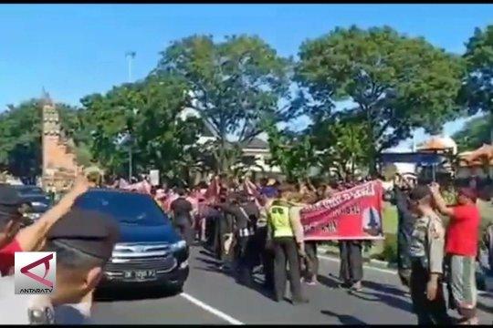 Di Bali,  Sandiaga disambut pendukung Jokowi