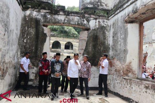 """Presiden """"ngopi"""" santai di Benteng Pendem Ngawi"""