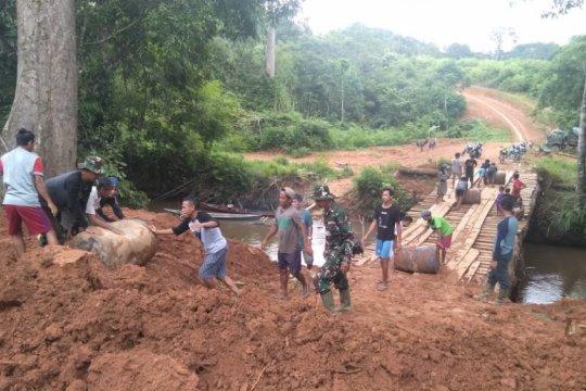 Kodam Tanjungpura buka akses jalan pedalaman di Kalbar