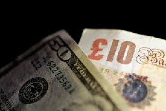 Dolar naik tipis terhadap euro dan pound, didukung data ekonomi AS