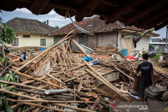 """Pidie Aceh """"diterjang"""" hujan es dan puting beliung"""