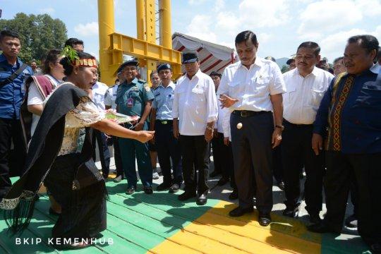 Menko Luhut resmikan Kapal Roro Ihan Batak
