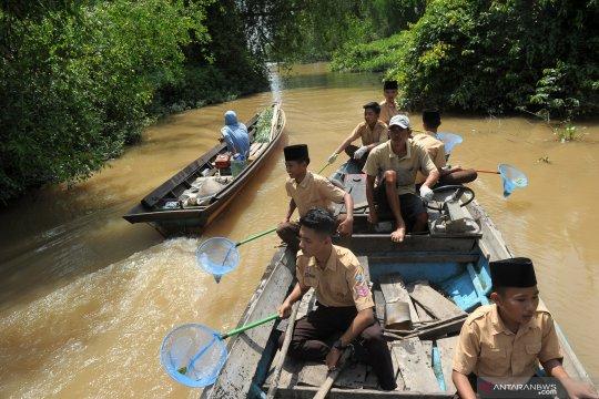 Sampah plastik di hutan bakau dibersihkan warga Nipah Panjang, Jambi