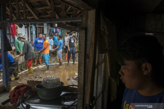 11 rumah di Flores Timur rusak diterjang banjir bandang