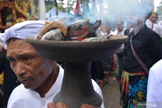 Listrik di pemukiman warga Gunung Bromo dipadamkan saat Nyepi
