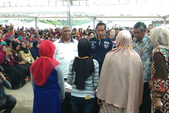 Jokowi ke TPI Sodohoa Kendari, semangati ibu-ibu pelaku usaha mikro