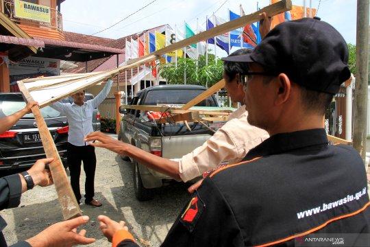 Bawaslu Palembang tertibkan APK di 91 lokasi papan reklame berbayar