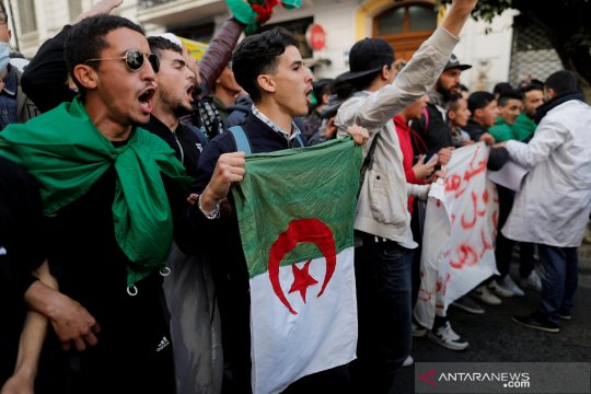 Pelajar AlJazair tuntut pengunduran diri Bouteflika