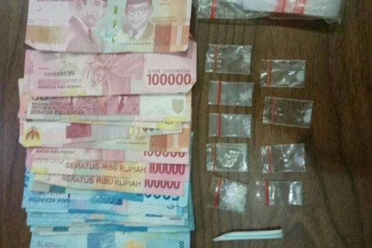 Polisi sita sembilan paket sabu-sabu dalam penggerebekan di Kampung Ambon