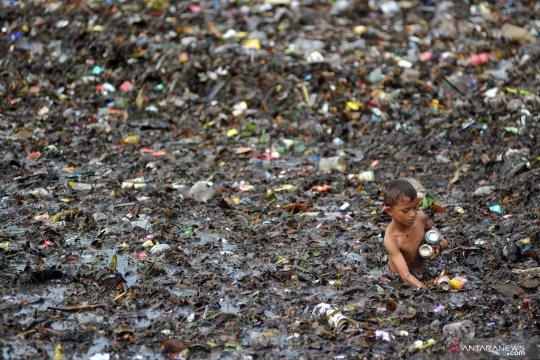 Sampah cemari Pantai Muaro Lasak