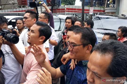 Andi Arief tiba di BNN
