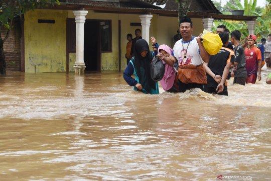 BPBD Kota Madiun bantu korban banjir di Kabupaten Madiun