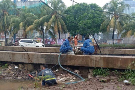Wali Kota Jakut tinjau genangan di Jalan Boulevard