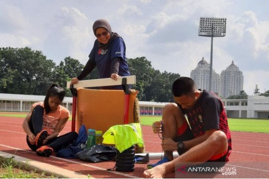 Tim estafet putri DKI Jakarta main santai di Pomnas 2019