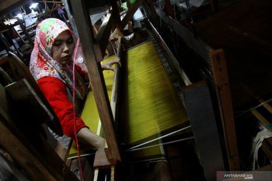 Ekspor tenun dan batik dibidik naik 10 persen