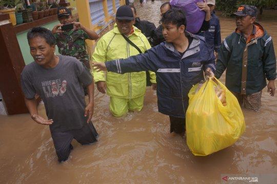 Korban banjir Trenggalek mulai tinggalkan posko pengungsian