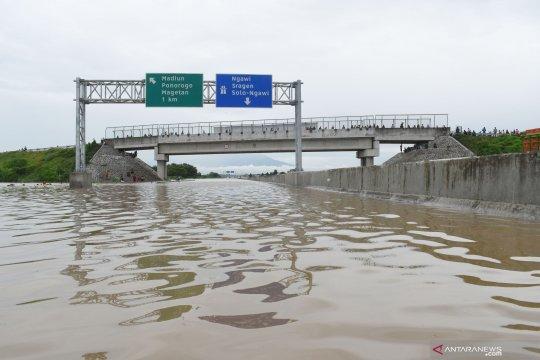 Round-up - Banjir, tanah longsor dan angin kencang landa Jatim