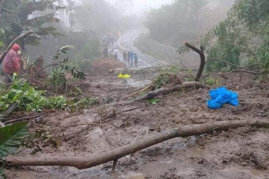 Pencarian korban longsor terkendala alat evakuasi