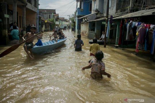 Sungai Tami meluap, jalan ke perbatasan RI-PNG terputus