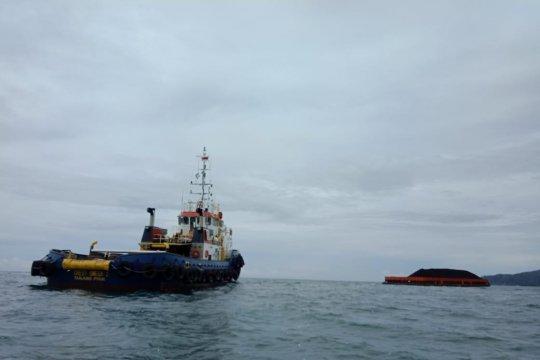 Kapal pengangkut batubara terdampar di Pantai Pasirian Lumajang