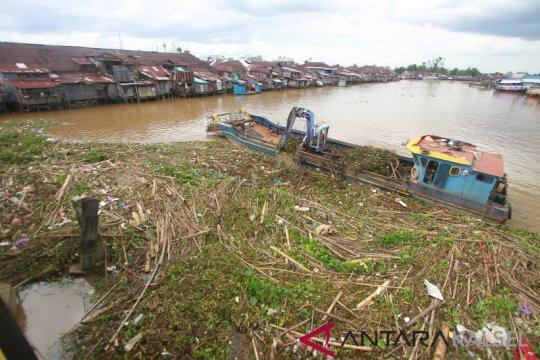 Banjarmasin siaga antisipasi aliran sampah ke Sungai Martapura