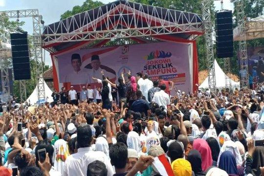 Jokowi kenalkan kartu KIP kuliah dan Pra-Kerja