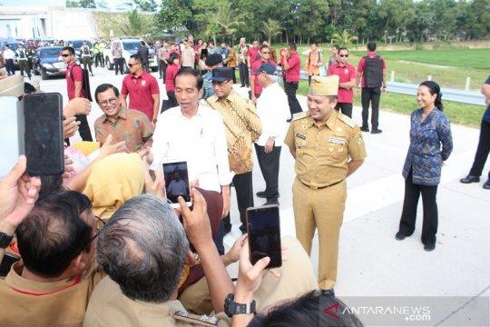 Jokowi: topang bandara internasional, kereta api wajib tersedia