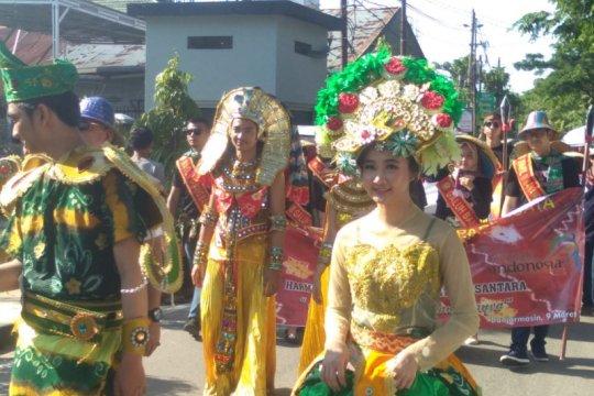 Ribuan warga ikuti karnaval Banjarmasin Sasirangan Festival
