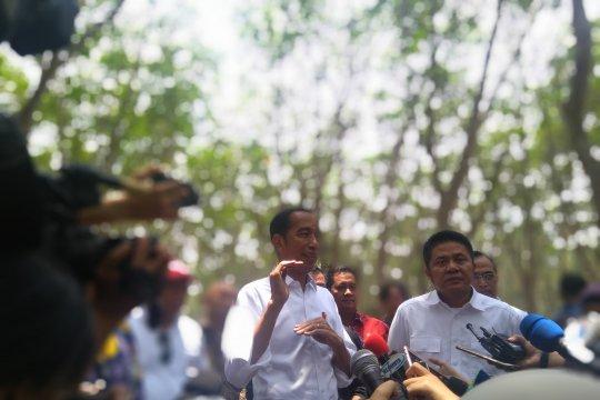 Jokowi minta aspal campur karet dilakukan secara nasional