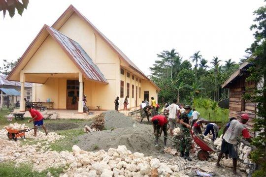 TNI bersama warga bangun fasilitas gereja di perbatasan