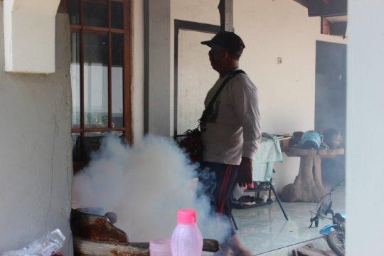 """Komunitas Sidoarjo Positif bantu """"fogging"""" di Tanggulangin"""