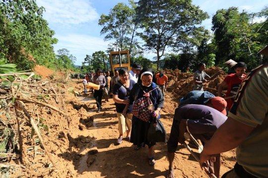 Distribusi bantuan ke pengungsi Culu NTT harus dipikul