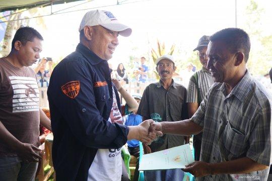 Bupati Serahkan 4.000 Sertifikat Tanah Di Pinogu