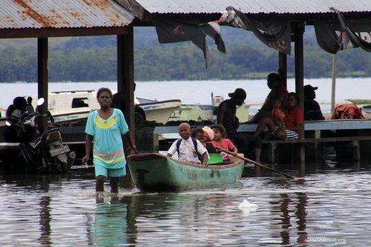 Danau Sentani meluap, ribuan warga mengungsi