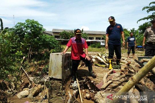 Ratusan personel BBPD Bandarlampung bantu warga terdampak banjir