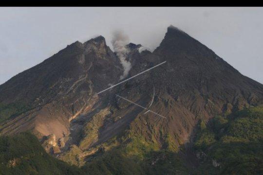 Guguran lava Gunung Merapi meluncur ke Kali Gendol