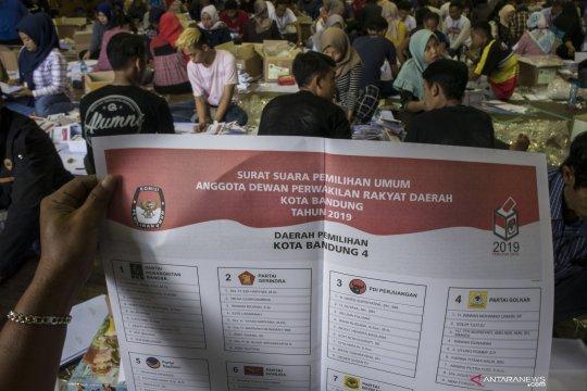 KPU Banjarmasin lipat surat suara pilpres untuk 1.870 TPS