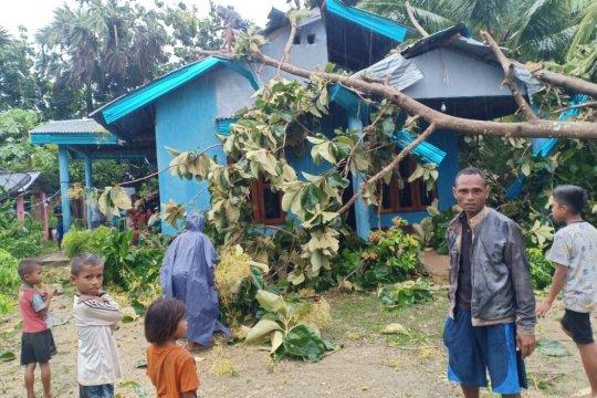 Angin kencang merusak 63 rumah di Rote Ndao