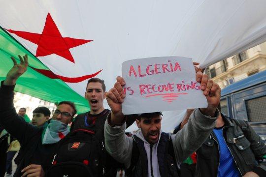 Kepala Staf AD Aljazair serukan penggulingan Presiden Bouteflika