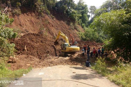 Belasan titik longsor di Manggarai Barat-NTT sudah dibersihkan