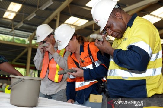 Mahasiswa Australia kunjungi Tambang Amman Mineral