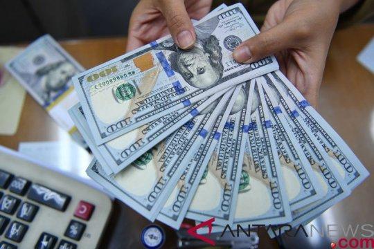 Dolar melayang di dekat tertinggi 2 minggu, jelang pertemuan The Fed